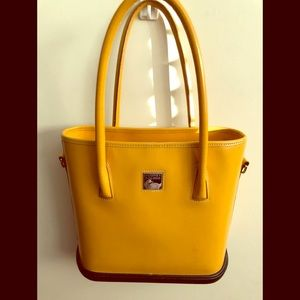 Dooney Bourke bucket handbag/ParaSole